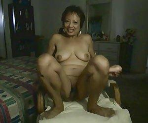 Femaleagent热辣妹第一个女同性恋的经验